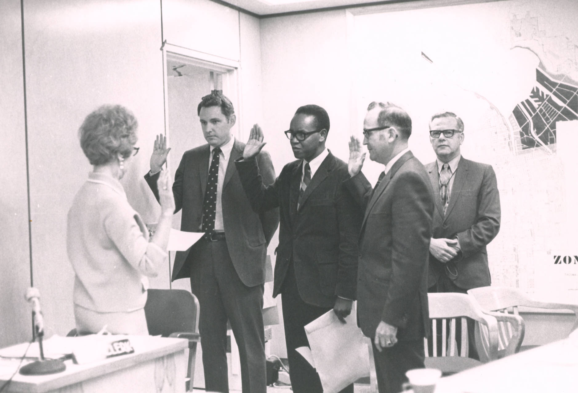 Harold Moss and other councilmen being sworn in