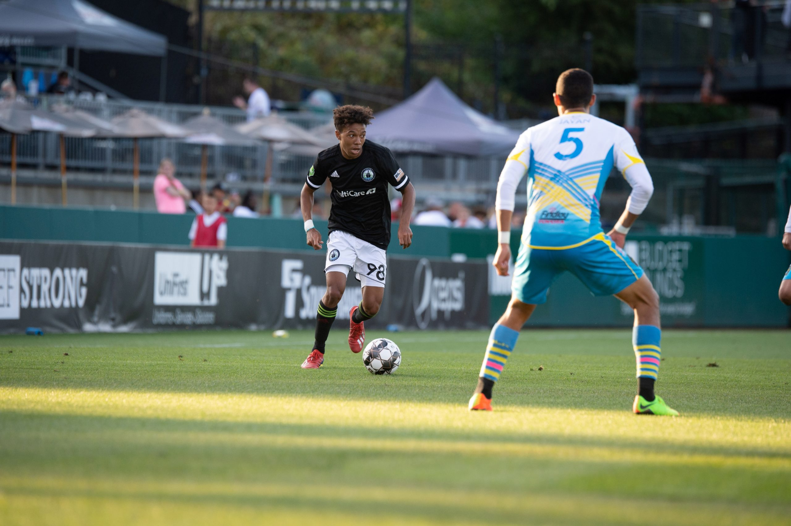 Antonee Burke-Gilroy dribbles the ball up the pitch at Cheney Stadium