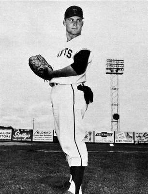 Ron Herbel pitching for the Tacoma Giants
