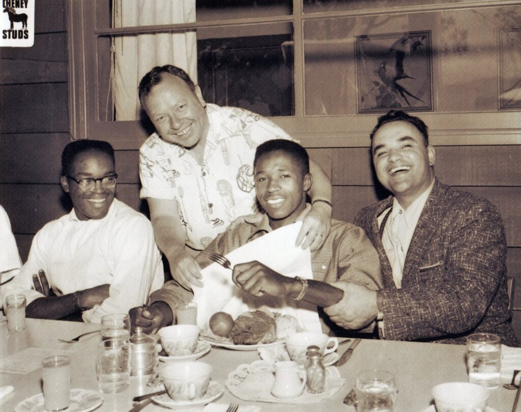 Ozzie Williams, Ben Cheney, Luther Carr and Joe Budnick posing for a photo at the dinner table